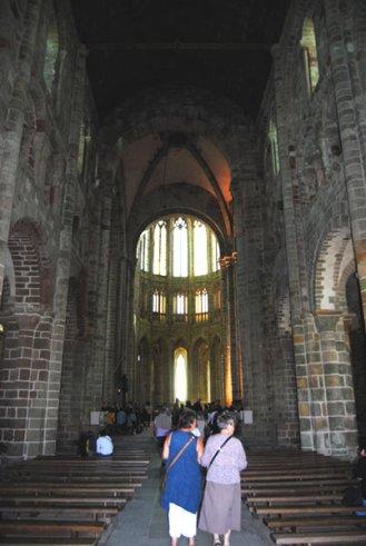 Interior de la iglesia abacial